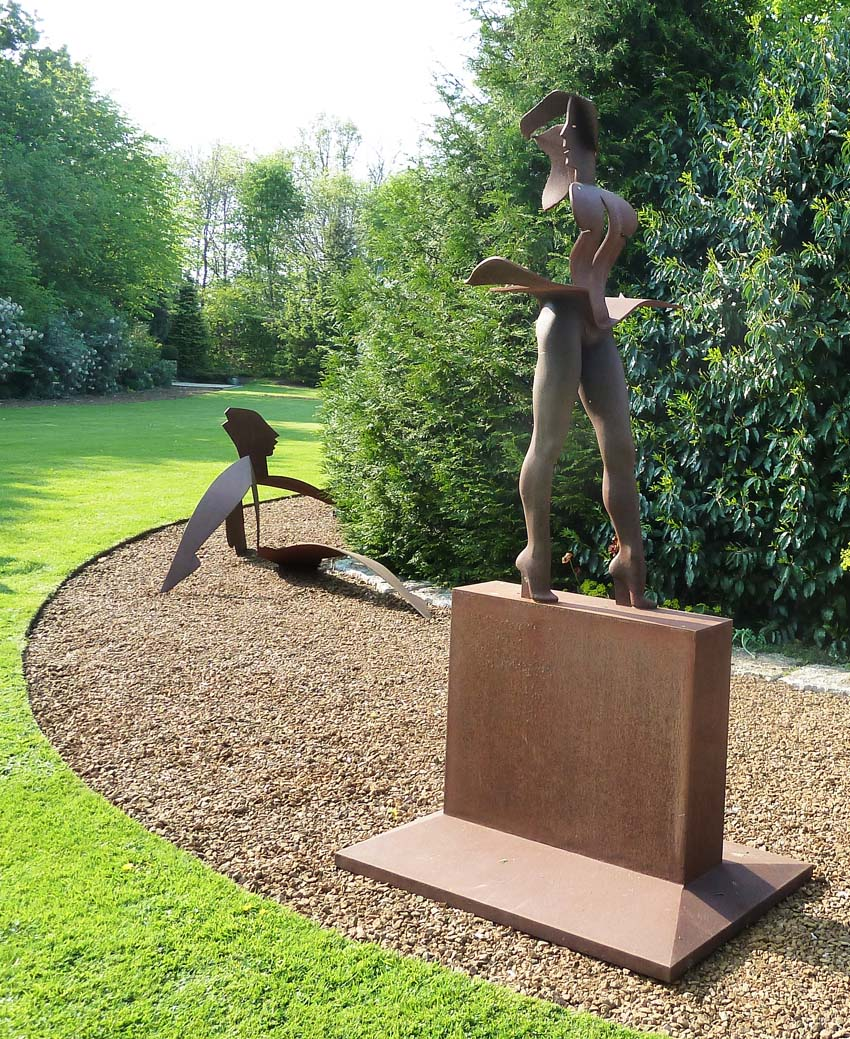 Cast and fabricated corten steel. Artist: Allen Jones RA